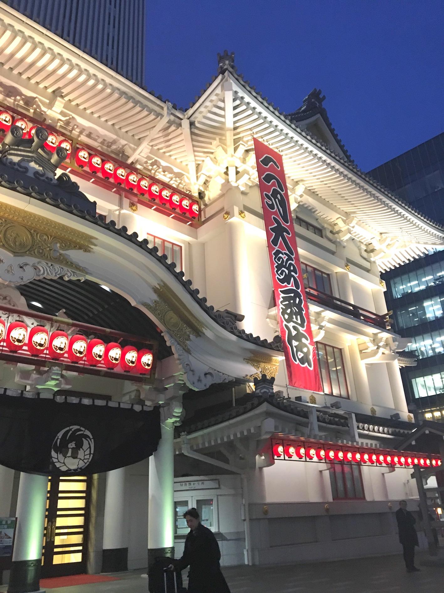 歌舞伎座の隣